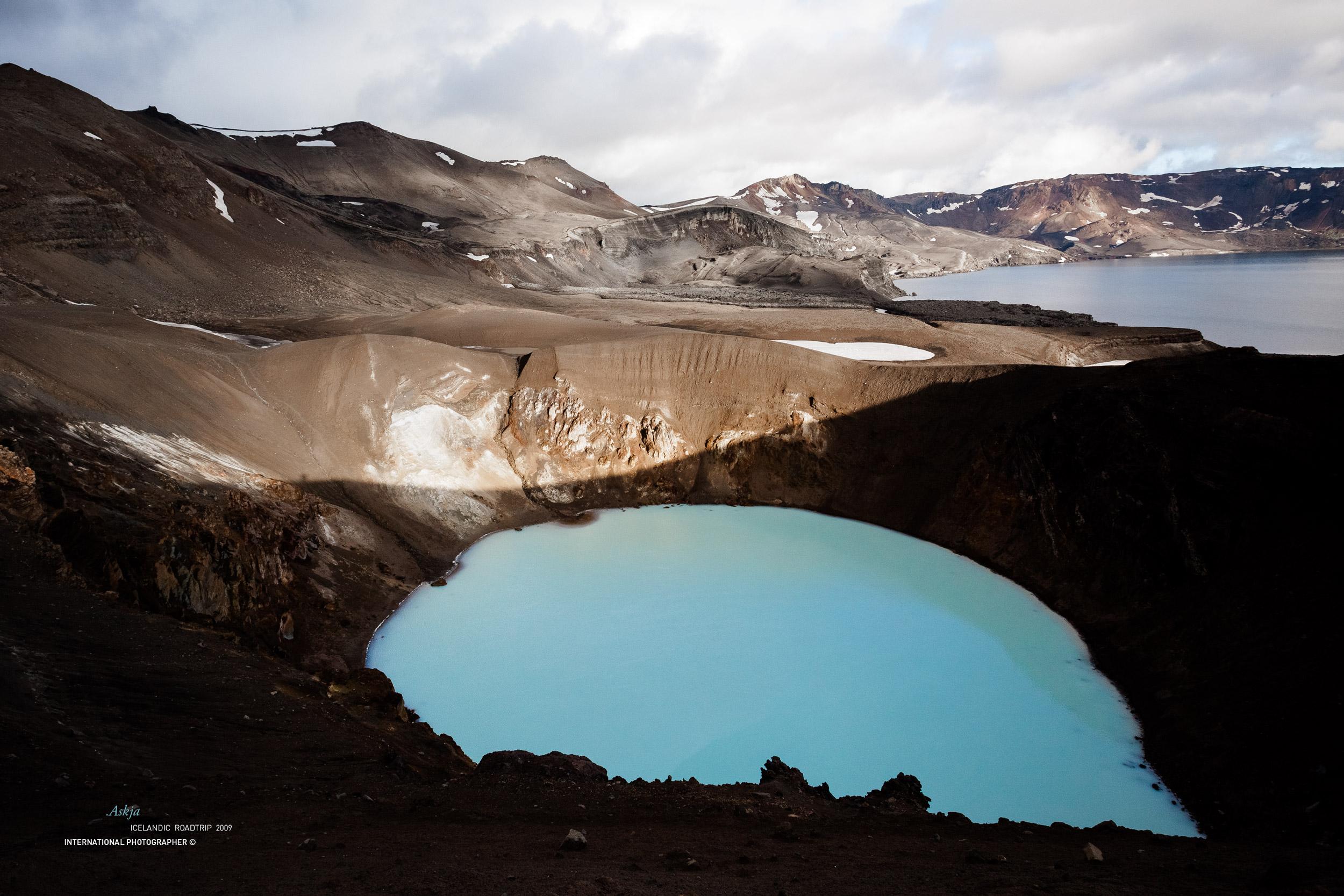 Le cratère Askja et ses eaux turquoises