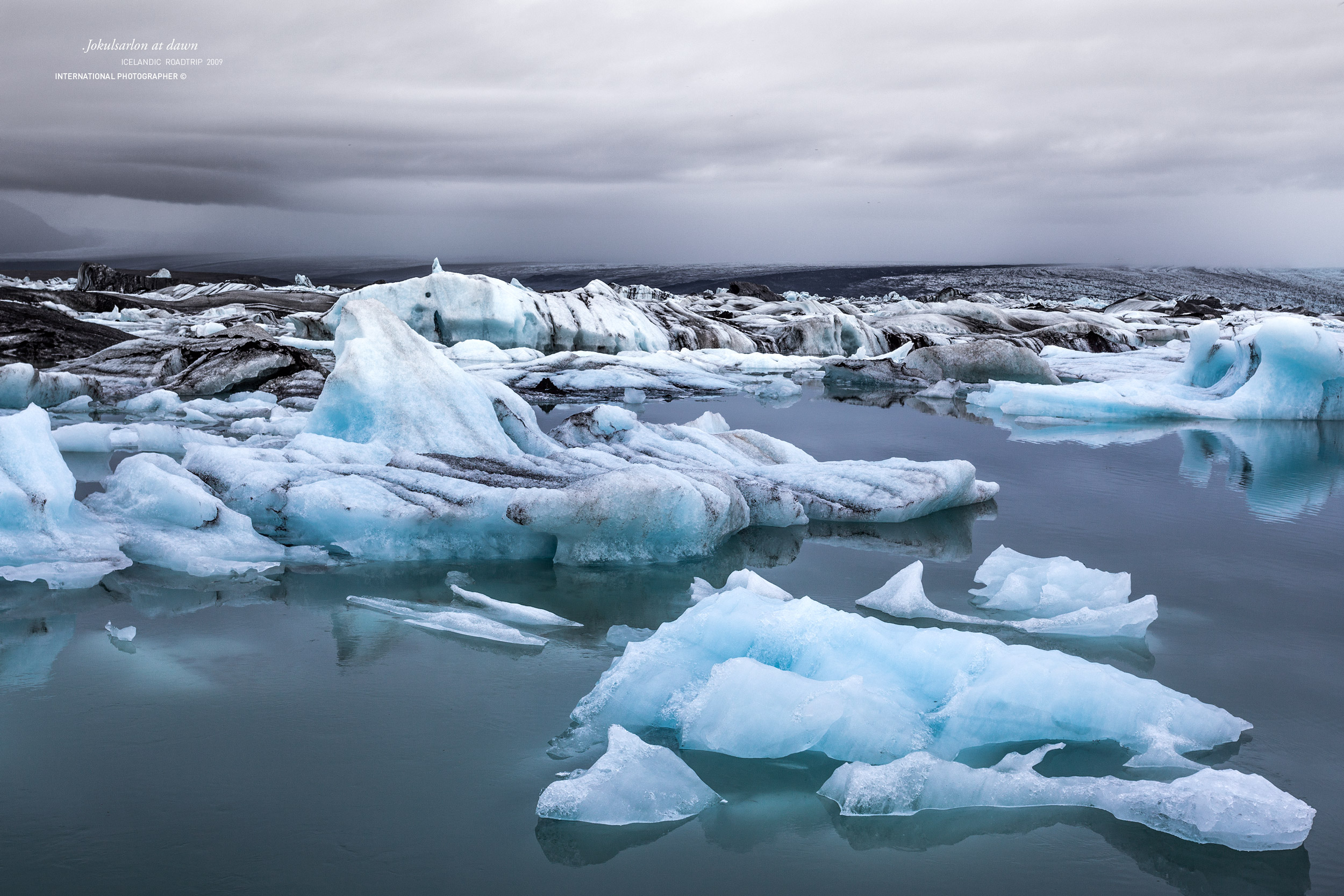La glace du Jokulsarlon au petit matin