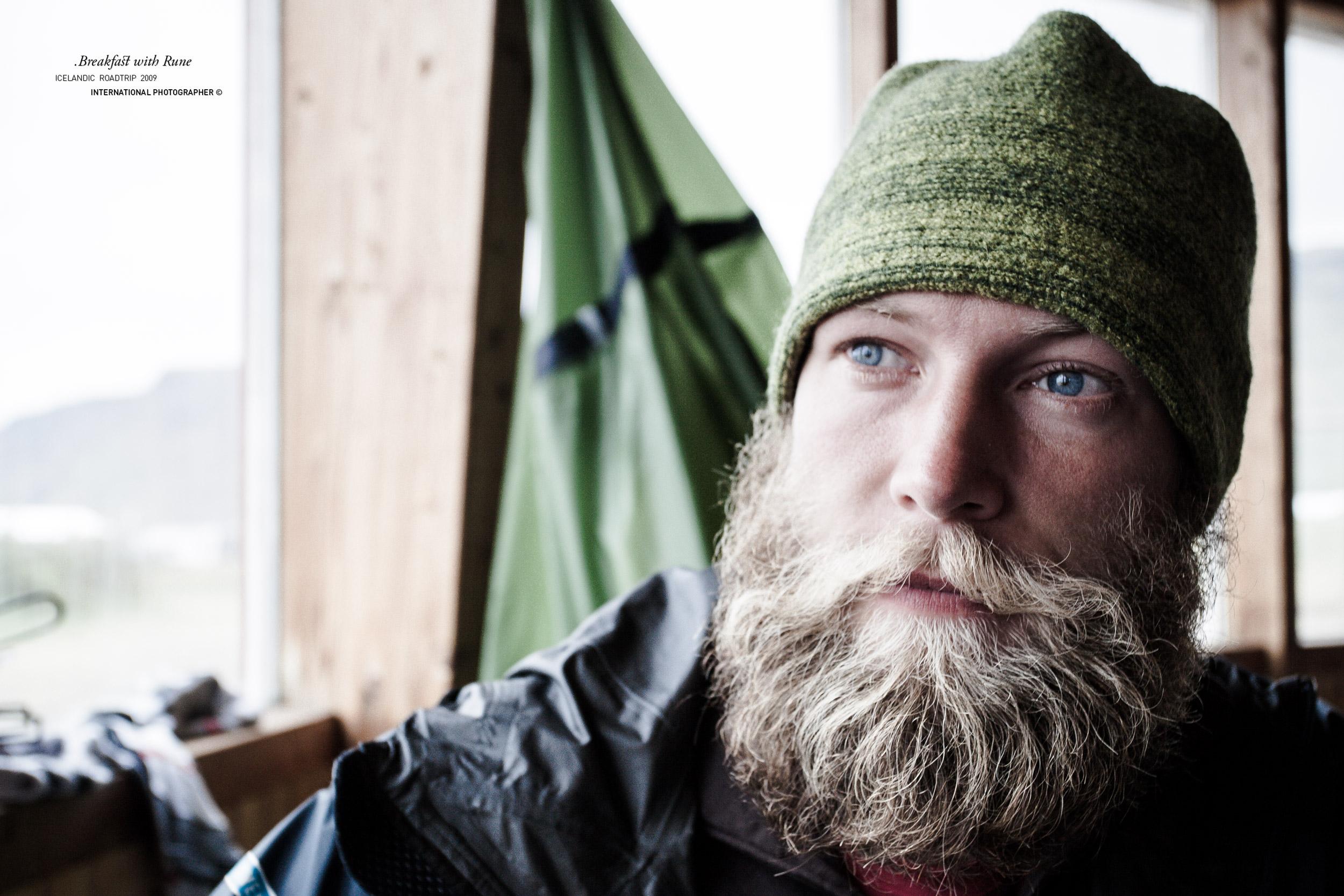 Petit déjeuner avec Rune au camping de Vik