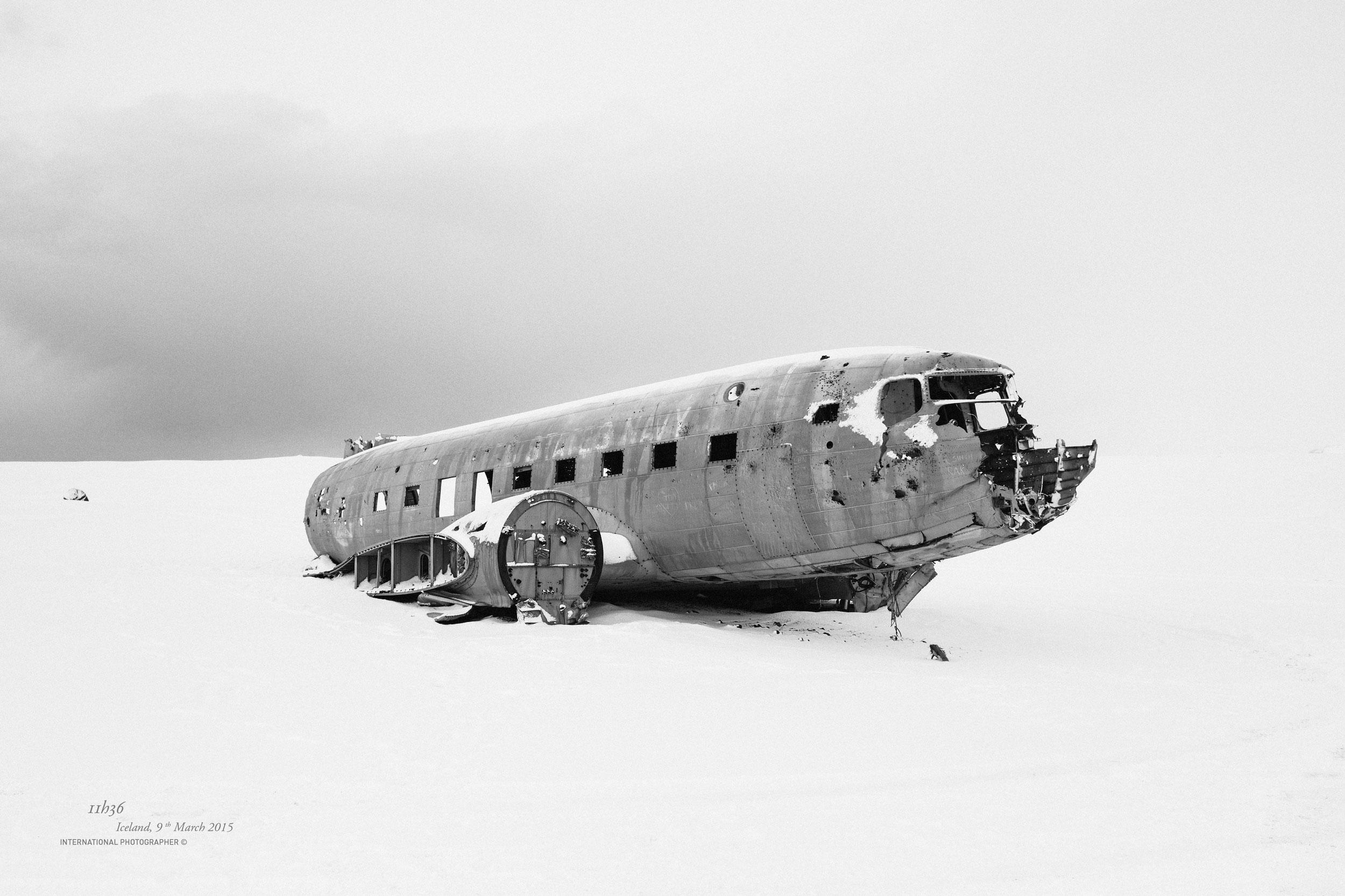 épave de l'avion DC3 sous la neige