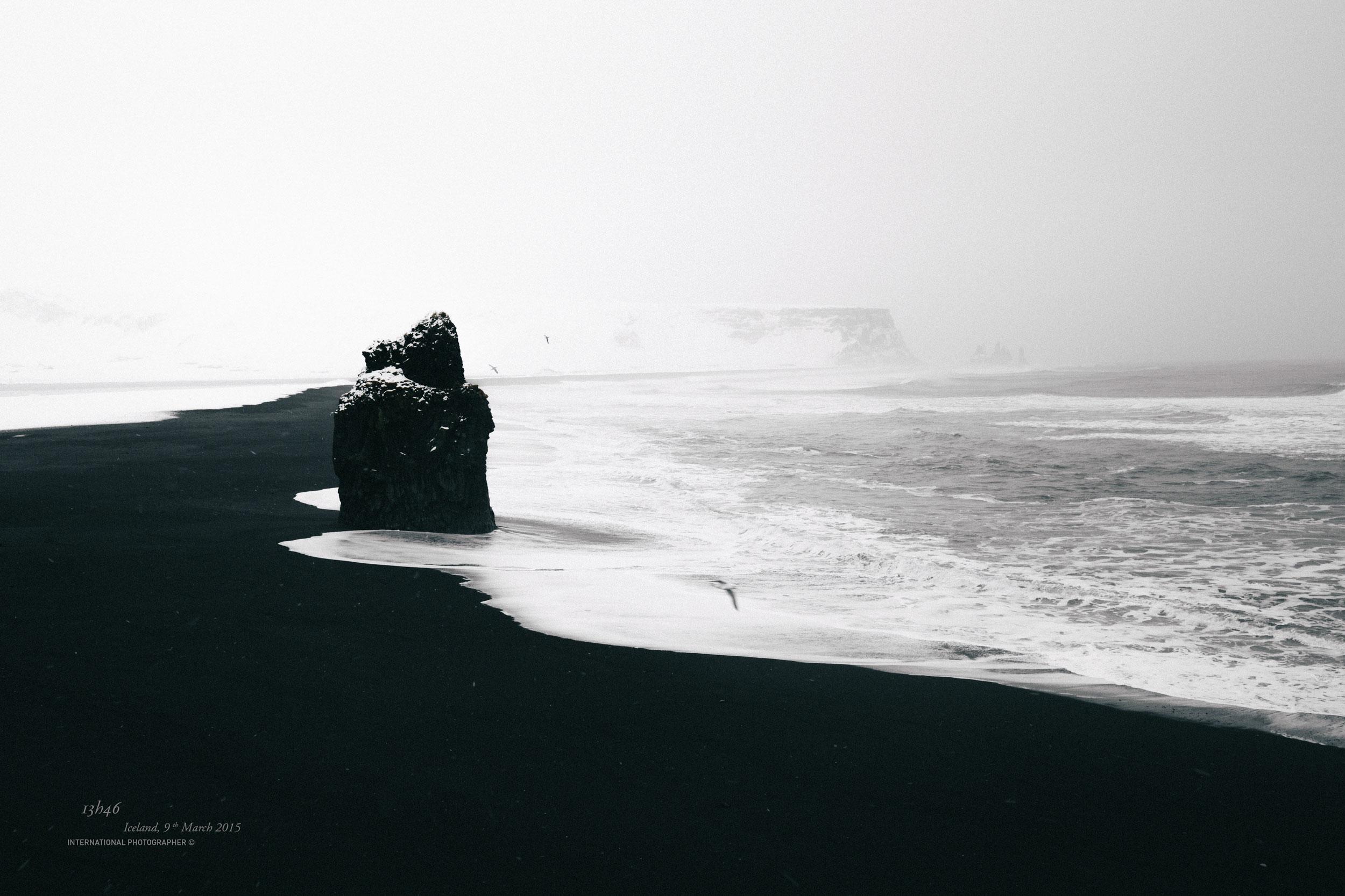 la plage de Reynisfjara sous la neige