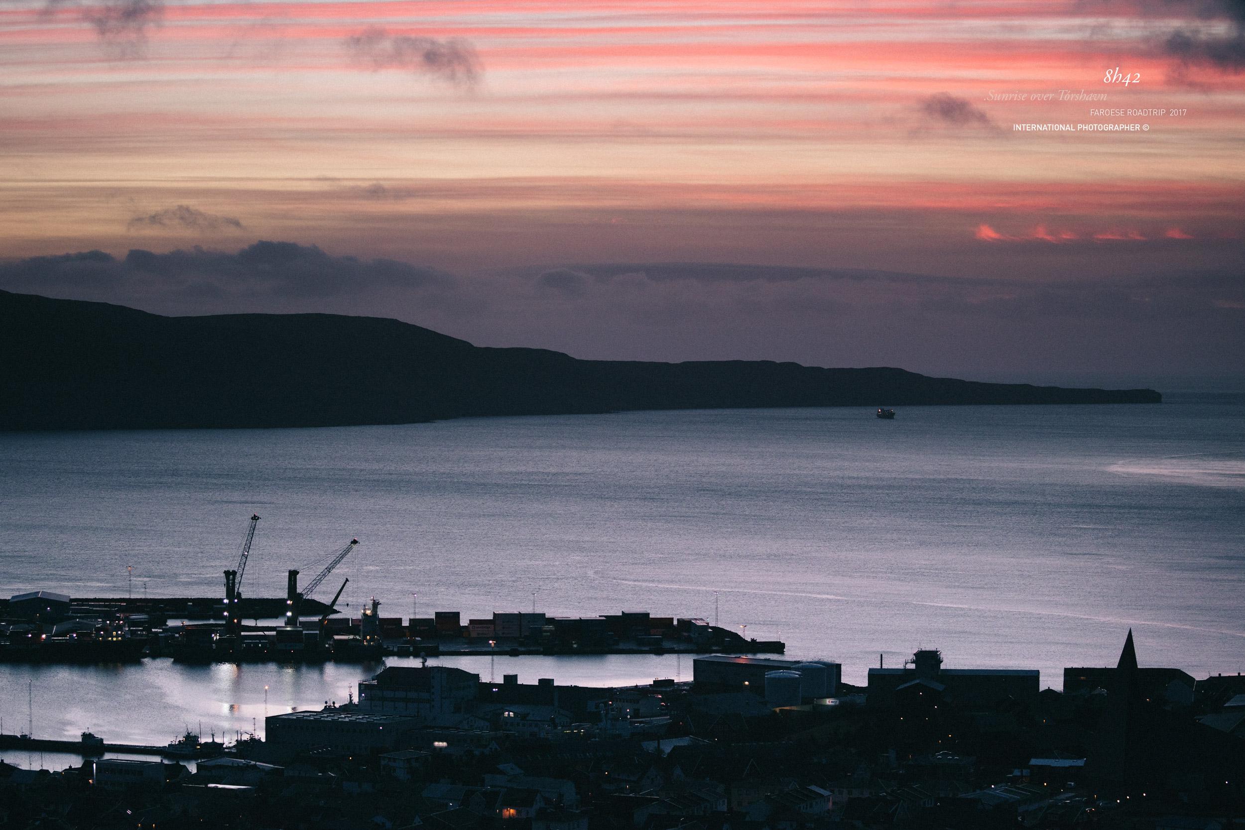 Lever du jour sur le port de Tórshavn